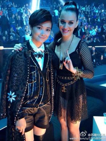 Li Yuchun with Katy Perry, who won Best Female, at the  MTV EMA