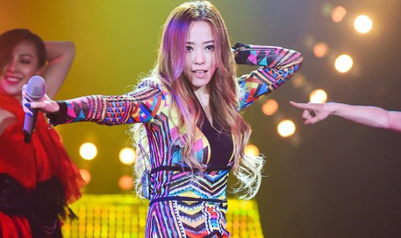 A peculiarly dressed Jane Zhang is eliminated from the competition.